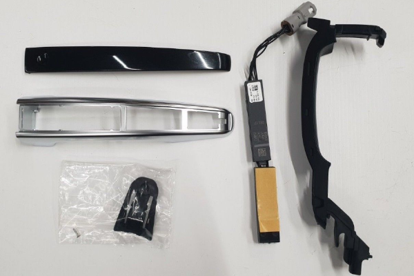 Genuine Range Rover/Discovery Santorini Black With Chrome Exterior Door Handle